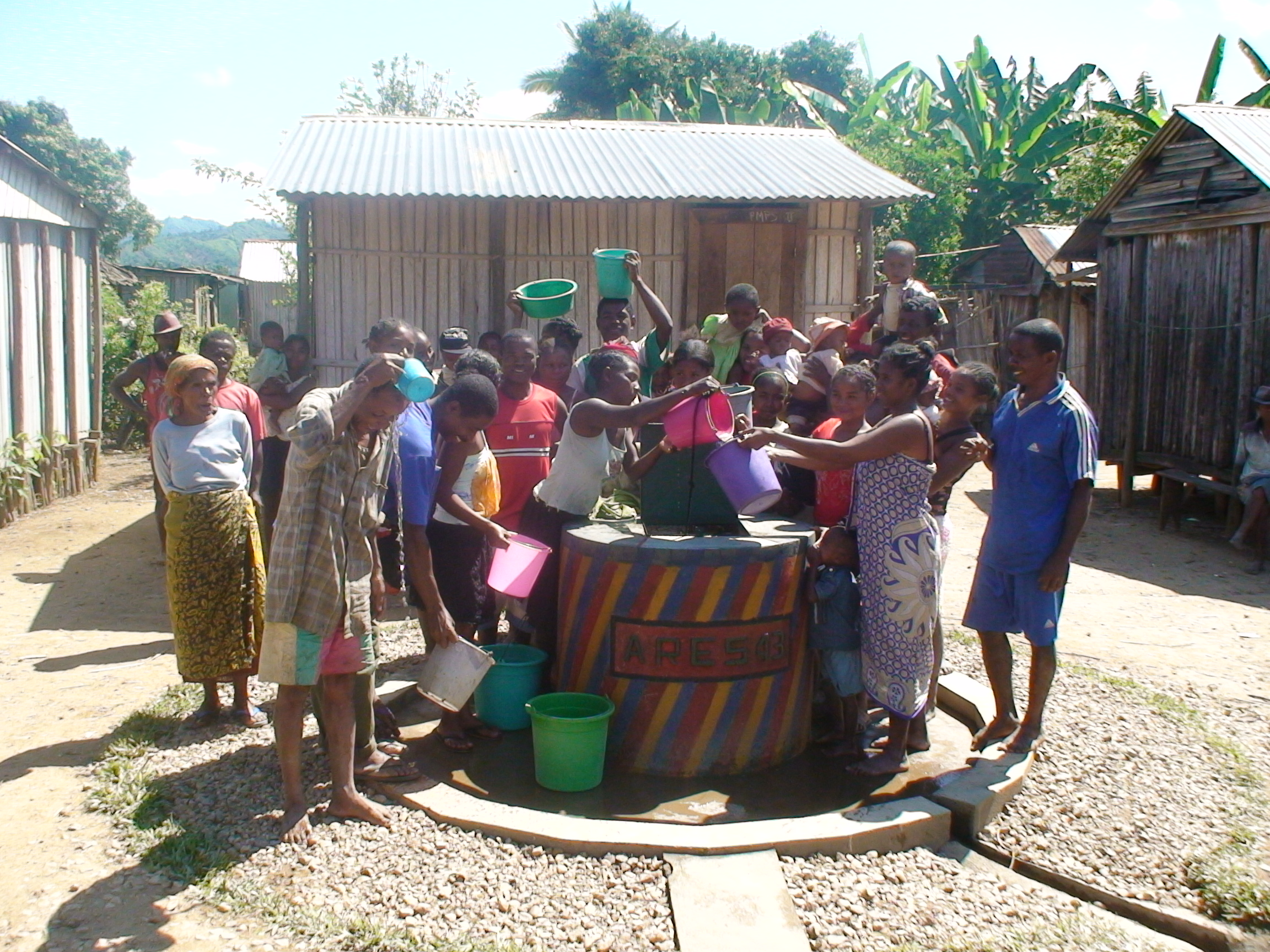 Puits creusé par l'association ARES à MADAGASCAR, soutenu par la société BETICS